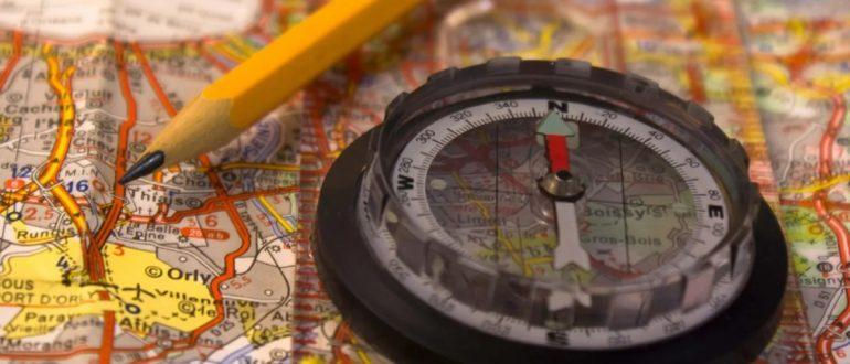 Карта, компас и карандаш
